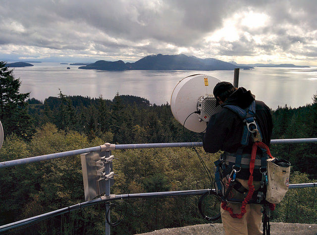 StarTouch provides the link into the internet. Here they instal a long range WIFI link from the mainland to the island, which in turn serves a local network built and maintained by the users